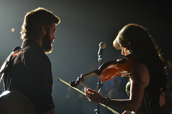 Yeah, baby. Play that fiddle. That's right, just like that...